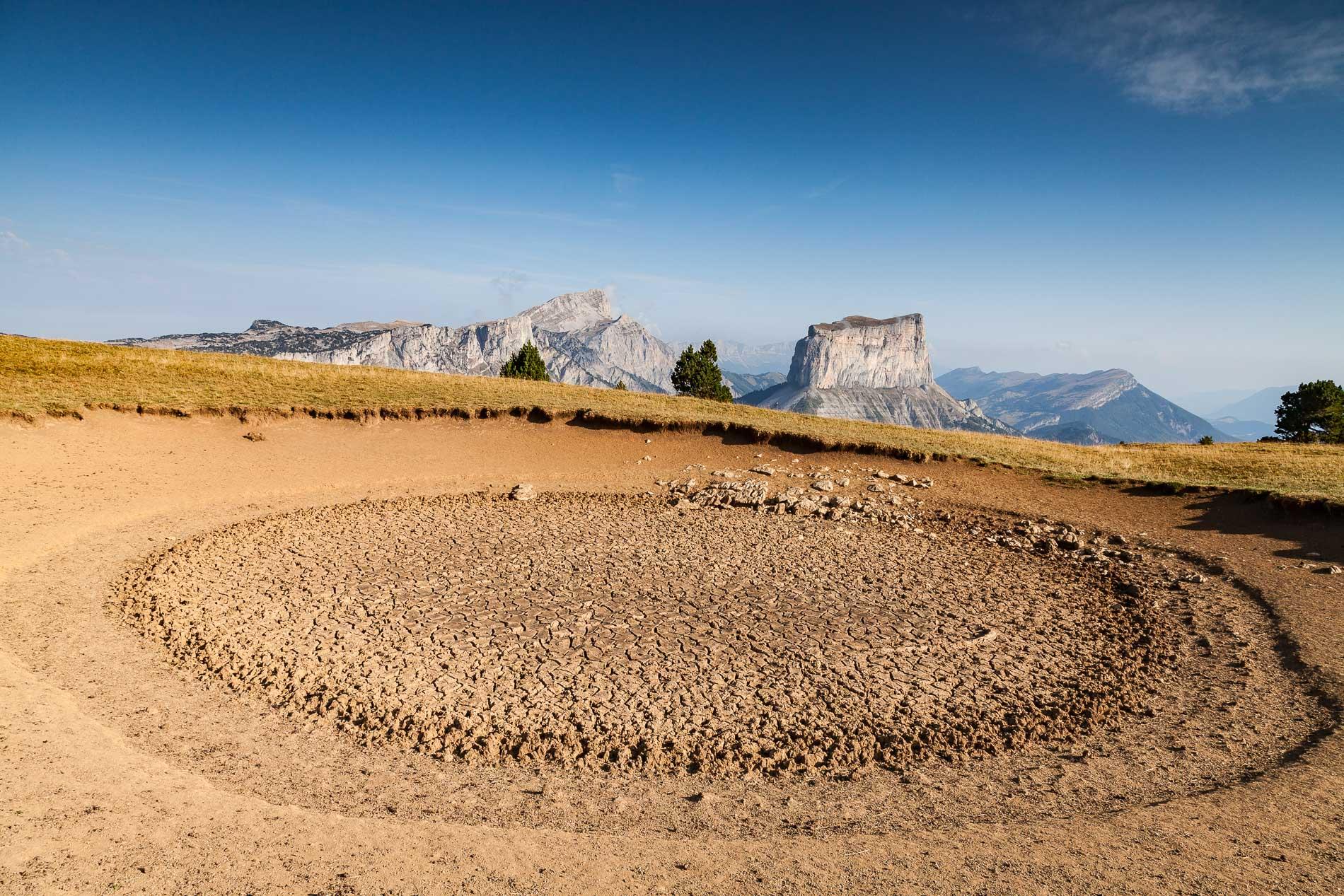 Mont Aiguille depuis la mare asséchée de la Tête Chevalière