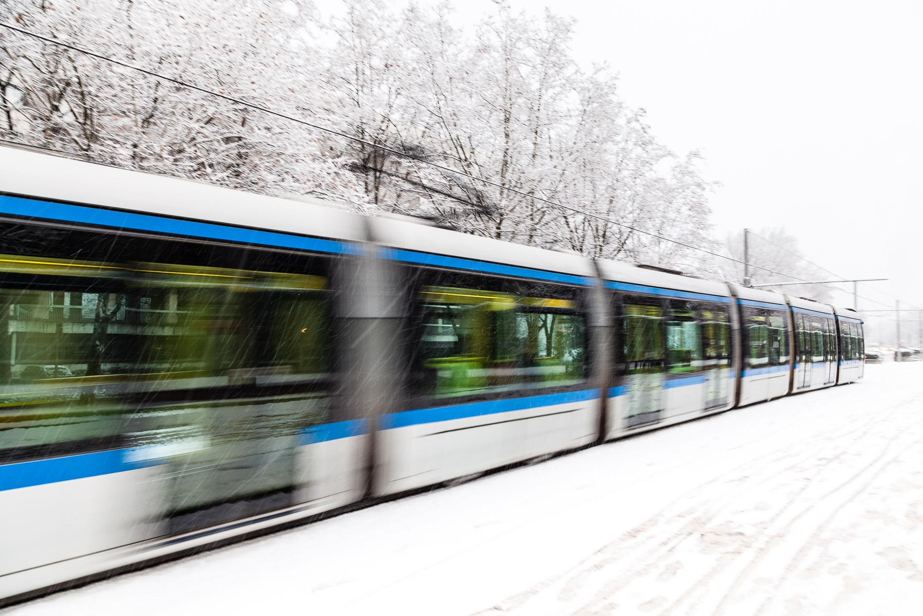 Tram grenoblois sous la neige