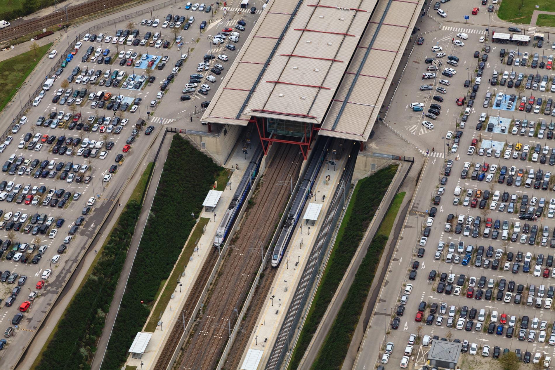 Survol en avion de la gare de Valence-TGV